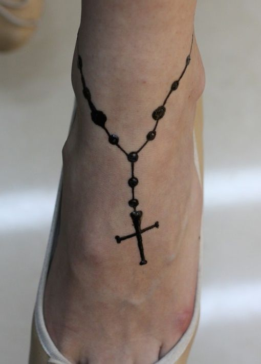 фото тату в виде цепочки на ноге том, что кто-то